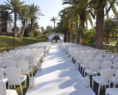 Chaises blanches mariage marrakech